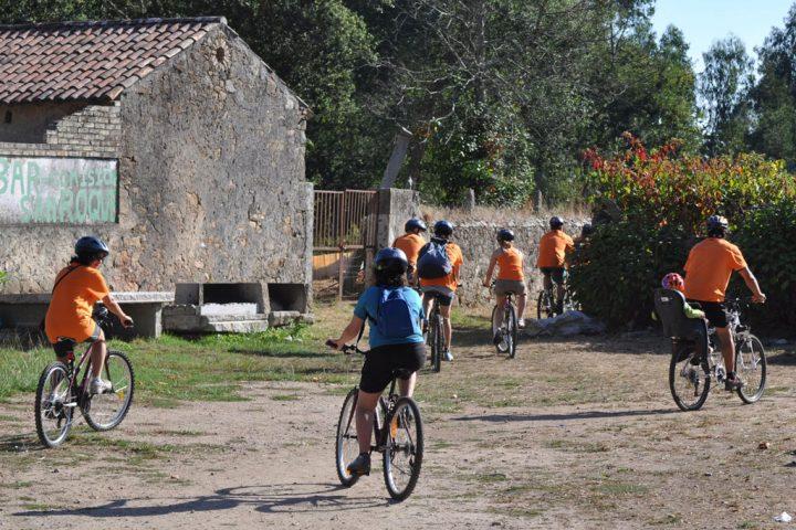 Grupo de personas durante una ruta en bicicleta