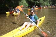 Grupo de personas en Kayak navegando por el Río Miño