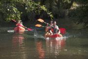 Pareja de kayaks por el Rio Tamuxe