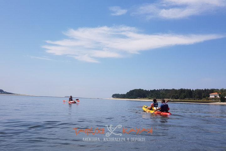Kayaks en ruta desde el río Miño al Tamuxe