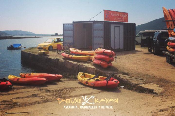 Kayaks en el puesto del río Tamuxe